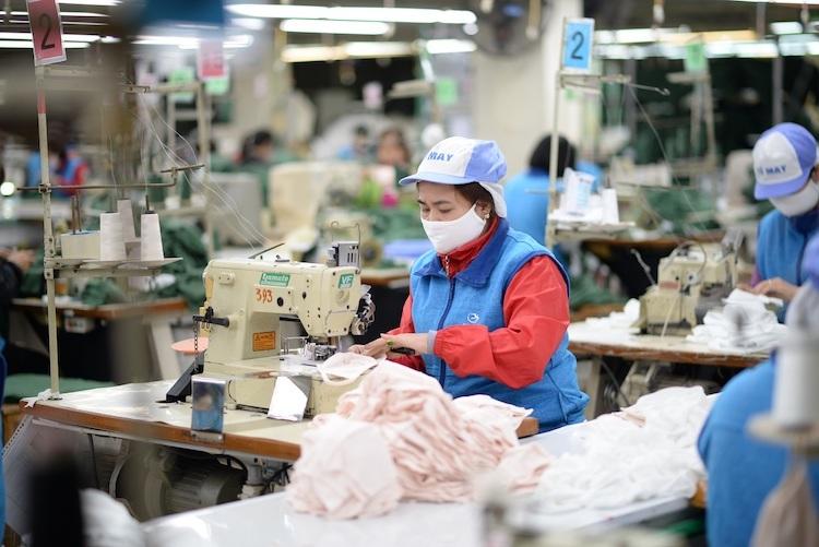 Sản xuất tại Công ty Dệt kim Đông Xuân. Ảnh: Anh Minh