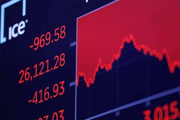 Bảng điện tử trên sàn NYSE thể hiện mức giảm của DJIA phiên 5/3. Ảnh: Reuters