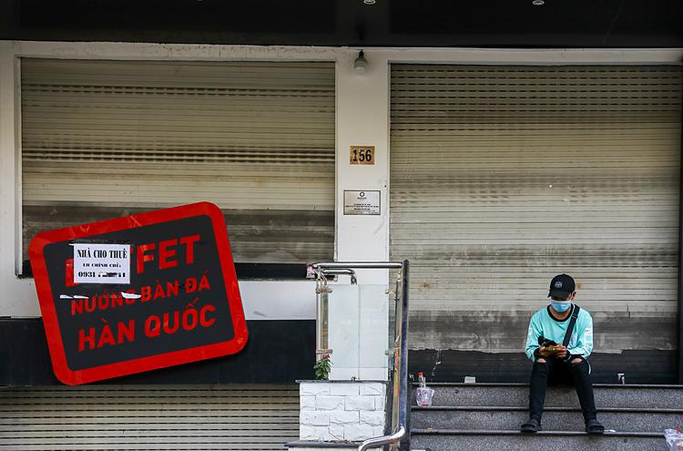 Một mặt bằng kinh doanh rao cho thuê trên đường Phan Xích Long đóng cửa ngày 5/3. Ảnh: Quỳnh Trần