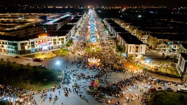 Người dân đến vui chơi tại dự án Centa City.