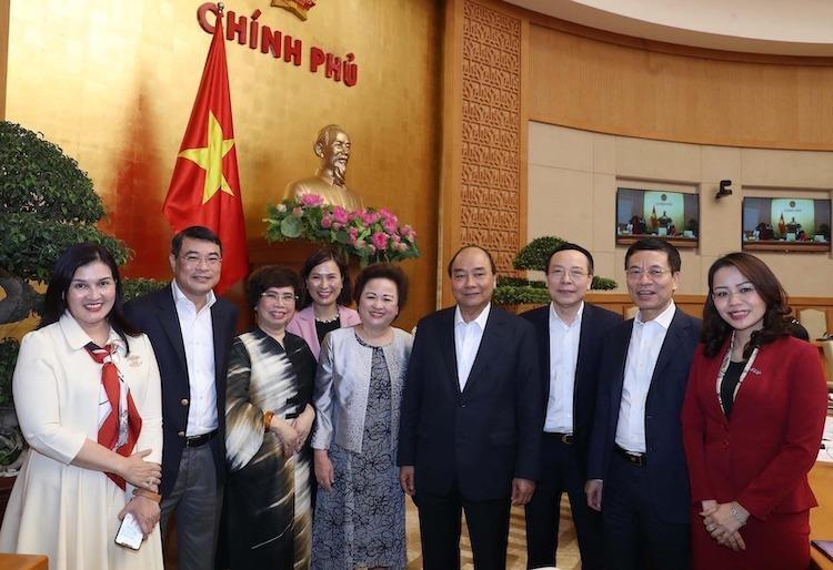 Thủ tướng Nguyễn Xuân Phúc và đại diện một số tập đoàn tham dự cuộc gặp sáng 12/3. Ảnh: VGP