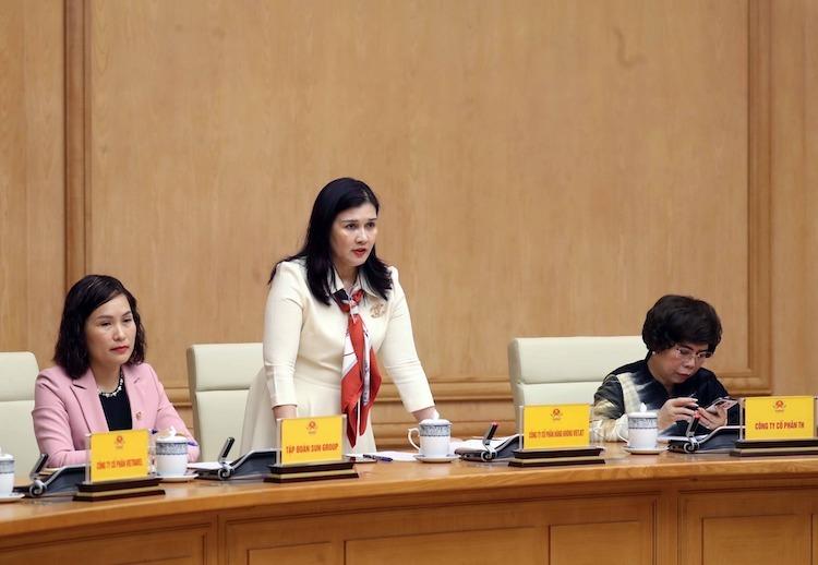 Đại diện doanh nghiệp phát biểu ở cuộc gặp với Thủ tướng sáng 12/3. Ảnh: VGP