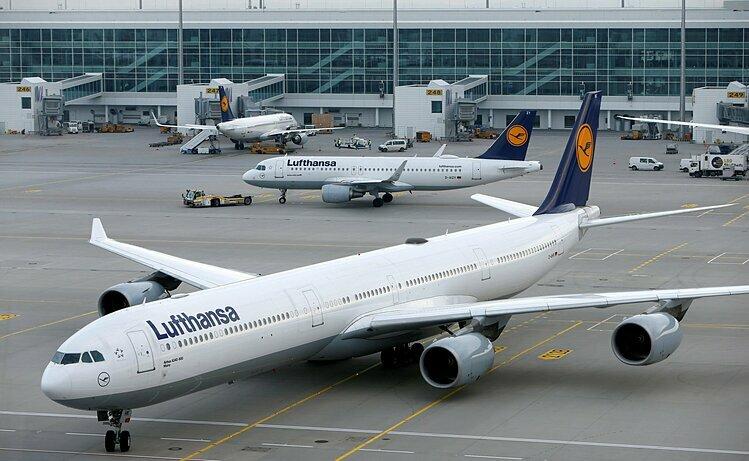 Máy bay Lufthansa tại sân bay ở Munich (Đức). Ảnh: Reuters
