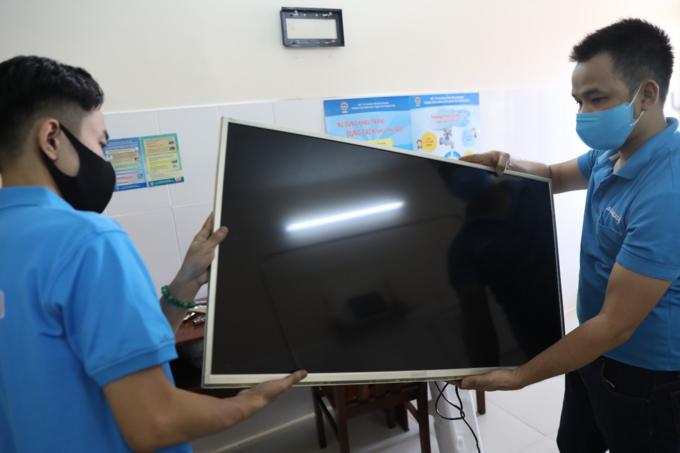 Asanzo tặng tivi cho bệnh viện chuyên điều trị Covid-19
