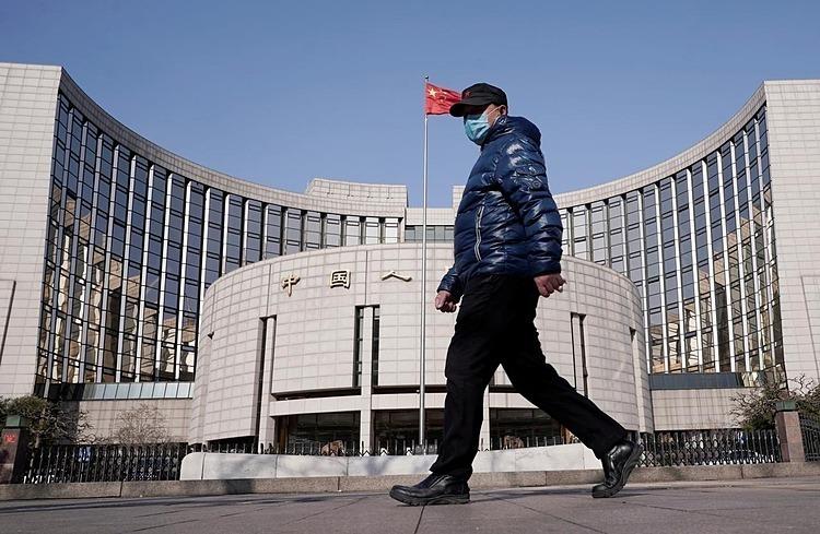 Bên ngoài trụ sở PBOC tại Bắc Kinh (Trung Quốc). Ảnh: Reuters