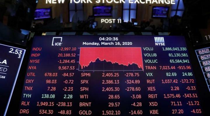 Bảng điện tử thể hiện diễn biến trên thị trường chứng khoán Mỹ hôm qua. Ảnh: Reuters