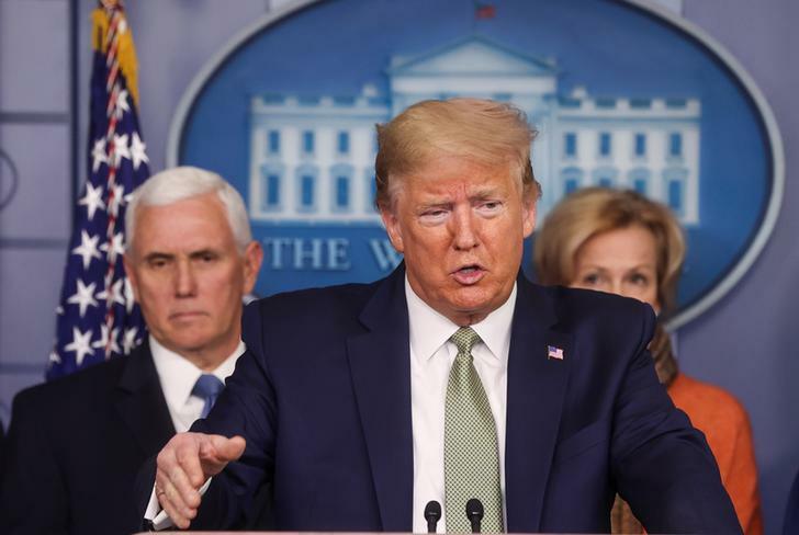 Tổng thống Mỹ Donald Trump trong cuộc họp báo hôm qua. Ảnh: Reuters