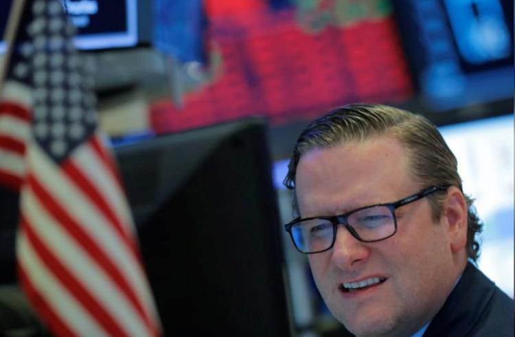 Nhân viên giao dịch trên sàn chứng khoán New York trong phiên ngày 18/3. Ảnh: Reuters