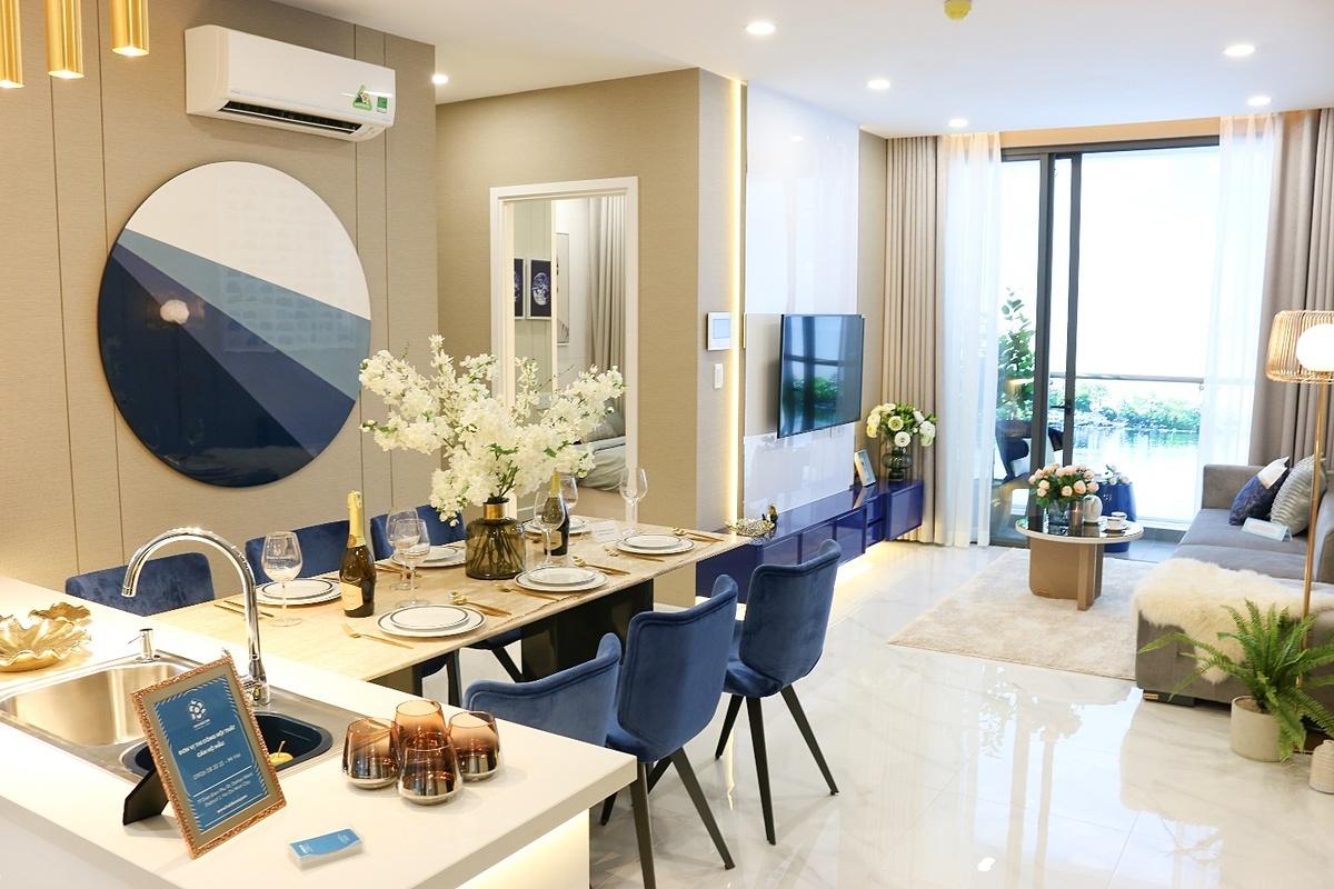 Mỗi căn hộ đều được hoàn thiện sàn gỗ, gắn máy lạnh và nội thất cao cấp.