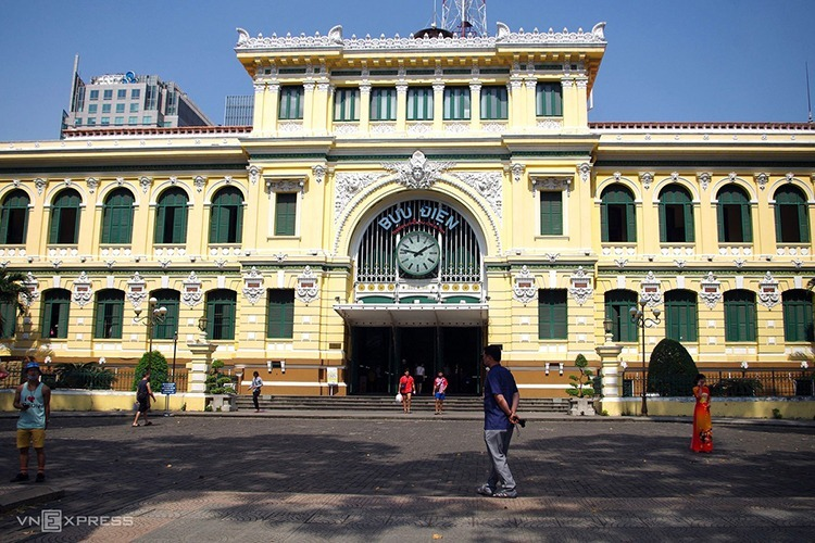 Bưu điện TP HCM vắng khách tham quan do lo sợ dịch nCoV. Ảnh:Tâm Linh.