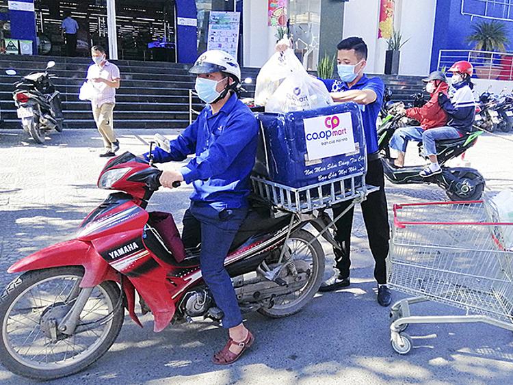 Dịch vụ đi chợ hộ đắt khách mùa dịch - ảnh 1