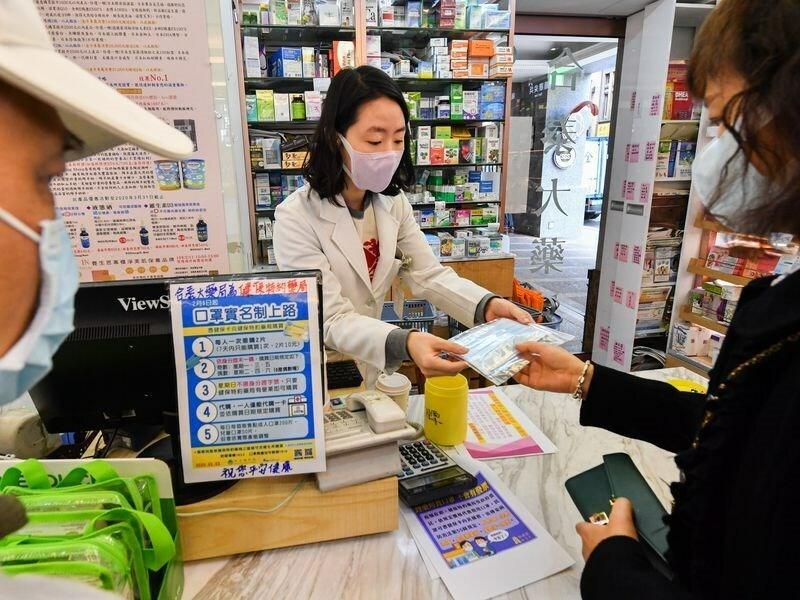 Vì sao Đài Loan không thiếu khẩu trang - Kinh Doanh