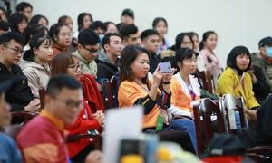 800 sinh viên tiếp sức giải chạy Huế