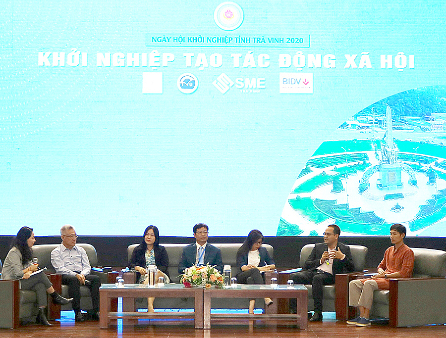 Tọa đàm Khởi nghiệp tạo tác động xã hội trong ngày hội khởi nghiệp. Ảnh: SME Trà Vinh.