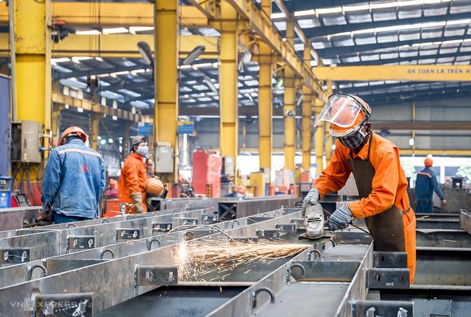 Công ty cổ phần cơ khí Đại Dũng ở Khu công nghiệp An Hạ, huyện Bình Chánh, thực hiện phương án 3 tại chỗ. Ảnh:An Phương